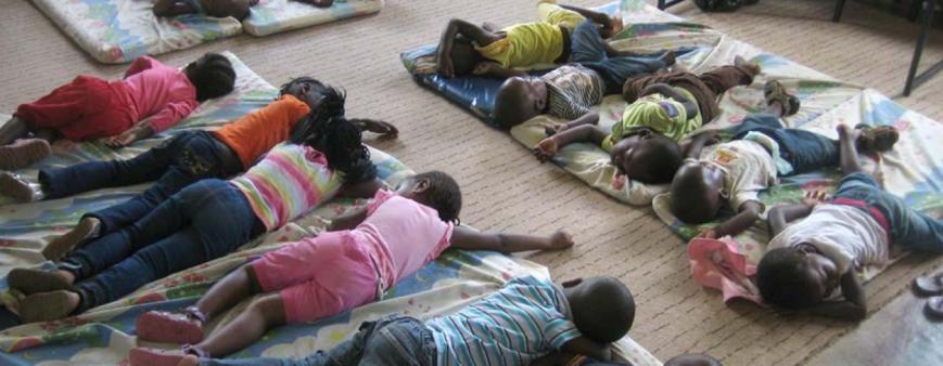 prayer-bulletin-2015-11-sleeping-kids.png
